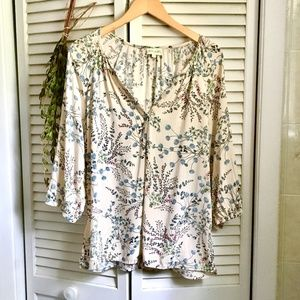 {Lucy & Laurel} Woodland Flowers Casual Tunic Top
